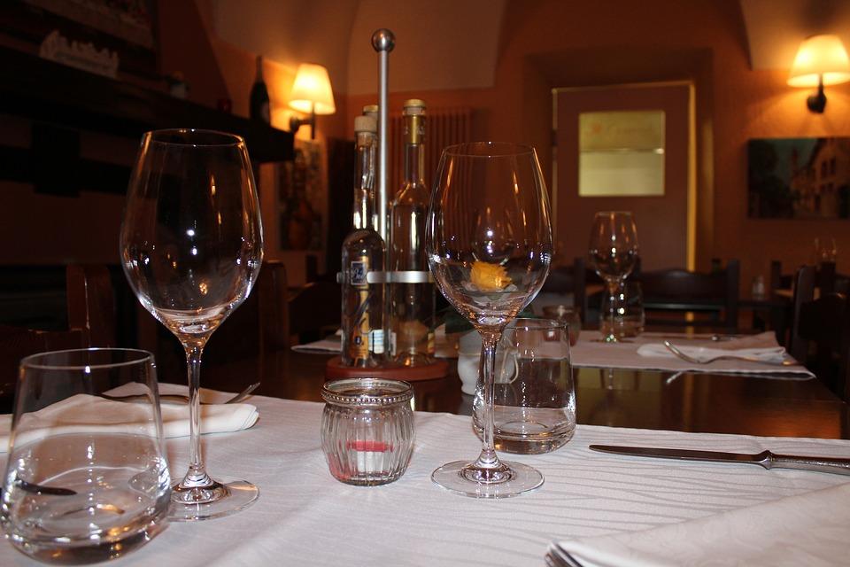 Scegliere i tavoli per il ristorante