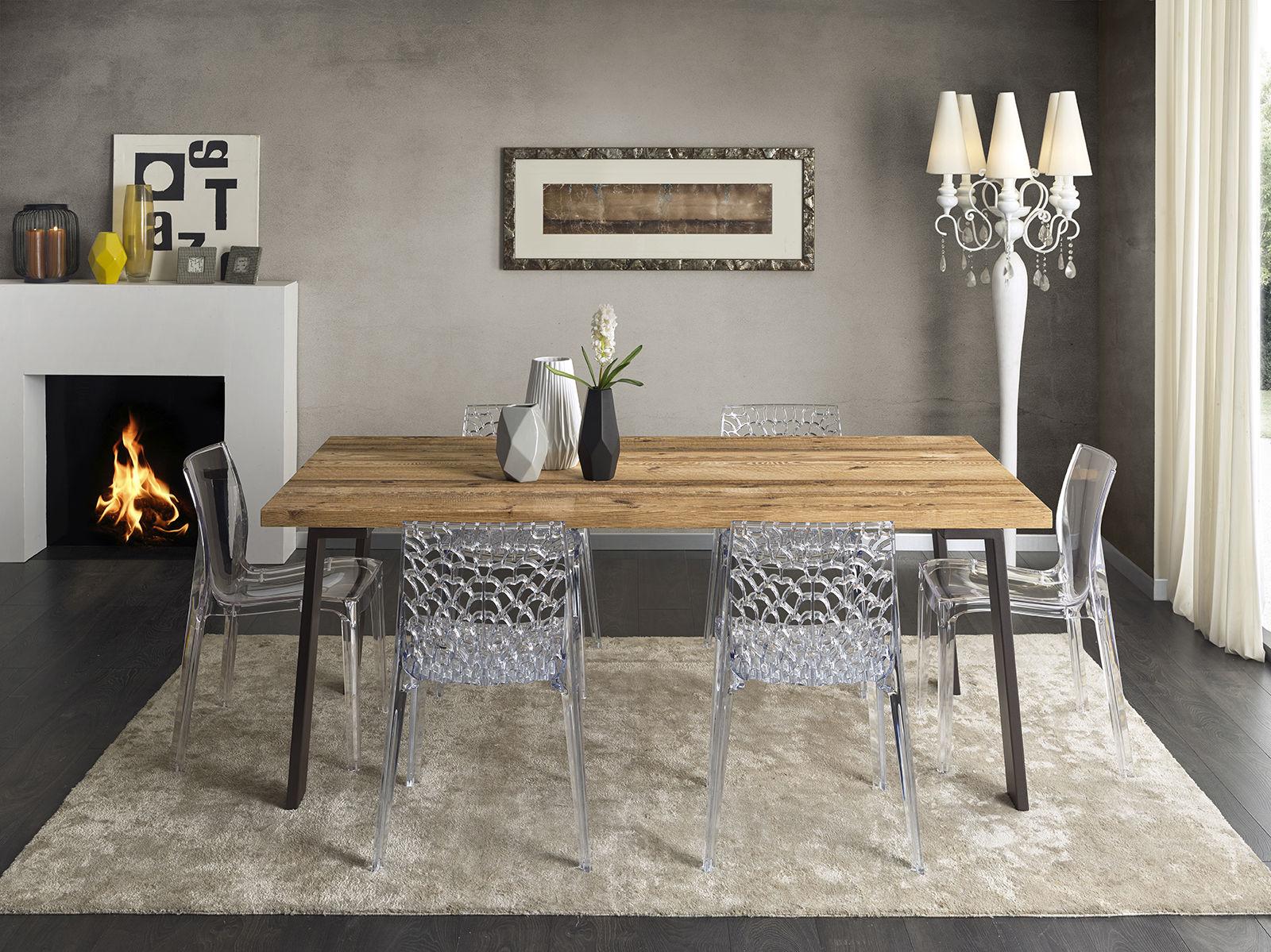 Sedie moderne e tavolo antico, abbinamenti e consigli